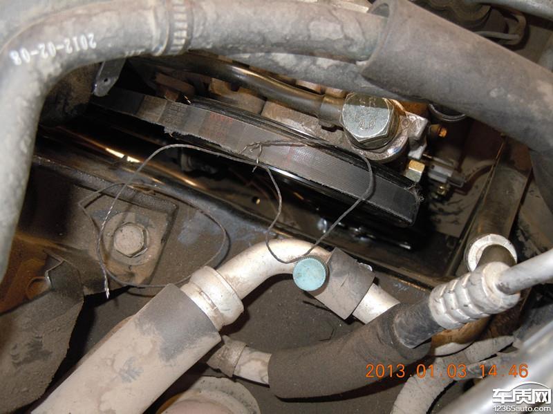 2012年3月14日在太原(山西瑞华达4S店)购买的2.0手动豪华版圣达菲,大概使用3个月时(6月26日),转向助力皮带断裂(第1次),经过4S店确认为厂家质量问题予以更换(并在转向助力泵和张紧轮上垫垫圈),后发现转向助力泵漏油,但4S店予以否认,在行驶500多公里后又去4S店确定转向助力泵漏油进行更换。在11月进行保养是发现转向助力皮带有一边发红,有断裂倾向,并要求4S店检查,但4S店否认有问题,在行驶不到2天(不足60公里)时转向助力皮带突然发生断裂(第2次),而且车辆在高速行驶中发生,险些发生严重